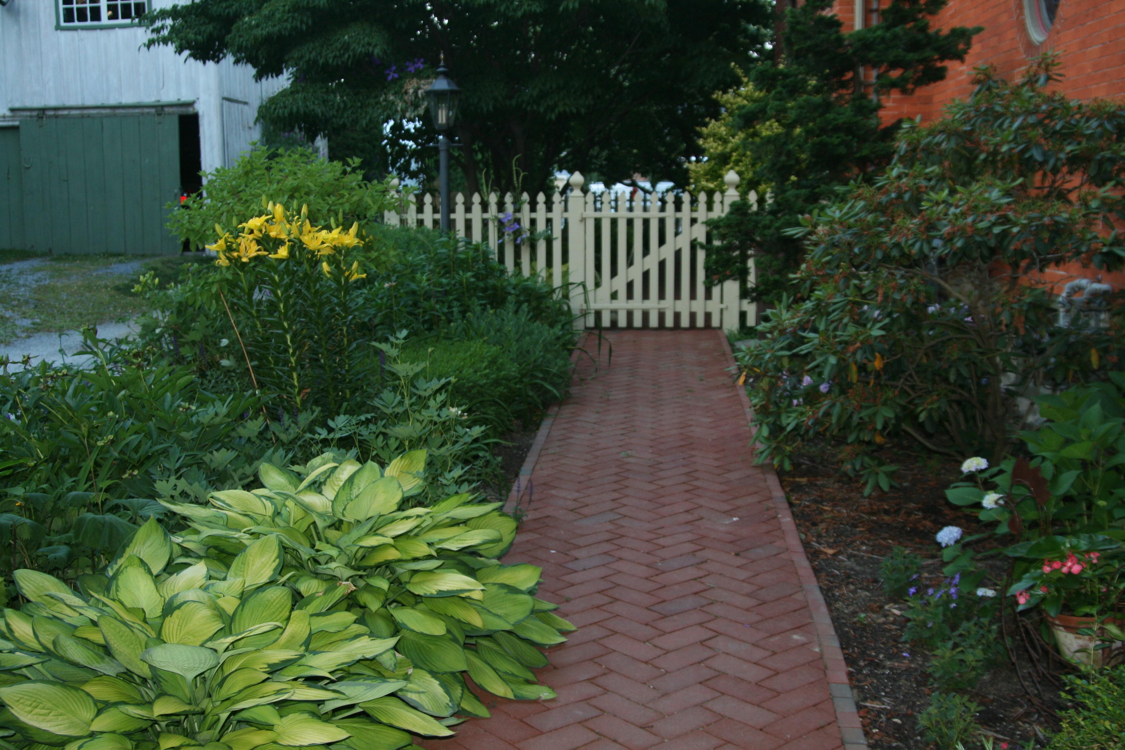 Brick Sidewalks Amp Patios Outdoor Brick Walks Amp Paths
